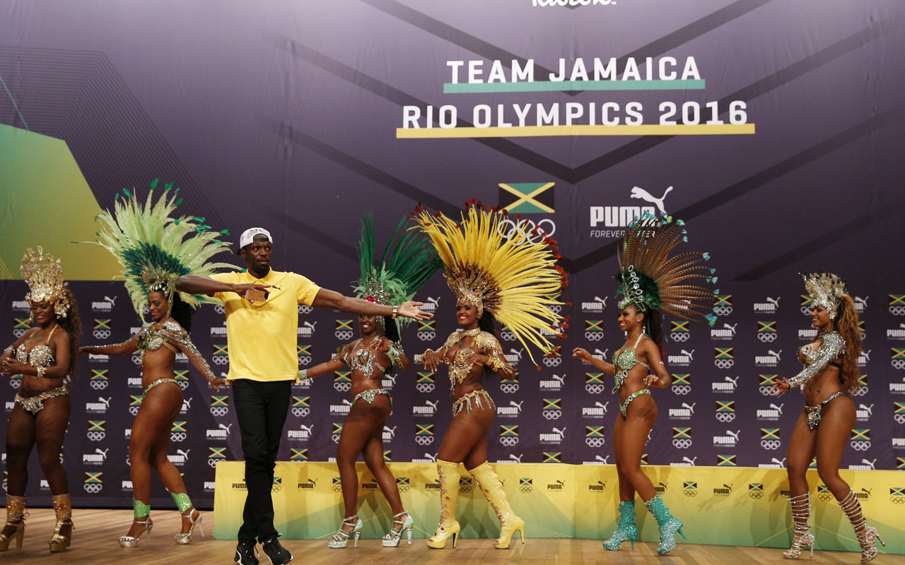 Usain Bolt dances samba during a Jamaican Olympic Association and Puma press conference at the Cidade Das Artes in Rio de Janeiro on August 8, 2016.  / AFP PHOTO / Adrian DENNIS