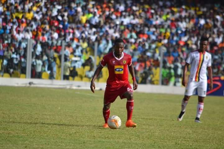 Midfielder Stephen Nyarko in action vs Hearts of Oak at the Accra Stadium